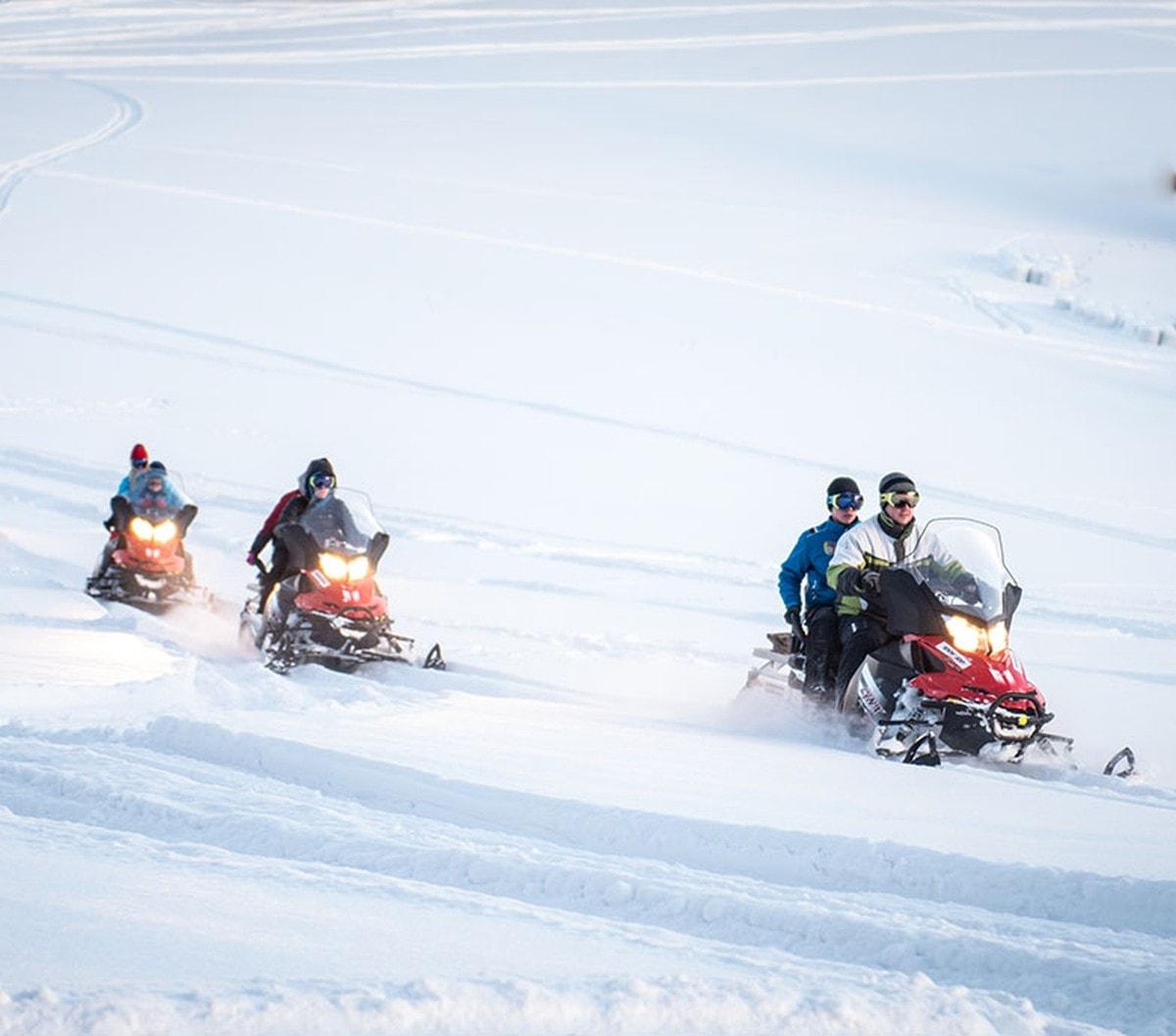 Wycieczki na skuterach śnieżnych – fantastyczna zabawa